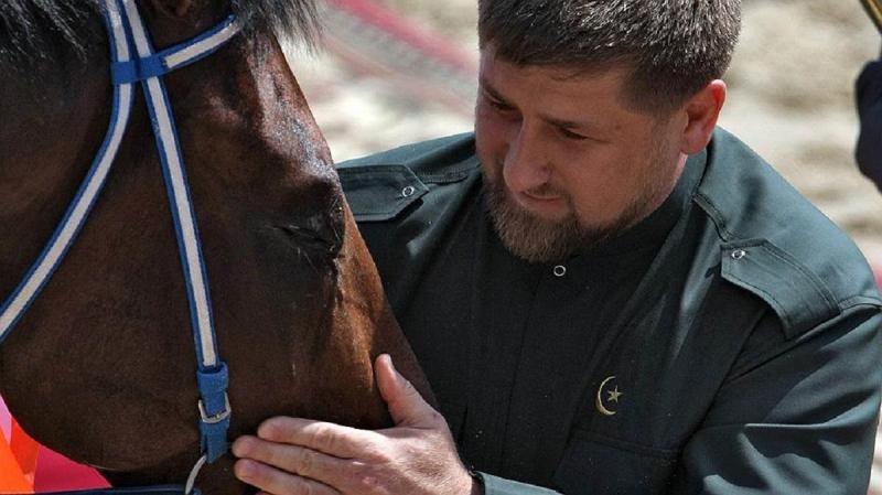 Кадыров сказал, зачем направил двести машин с силовиками на границу с Дагестаном