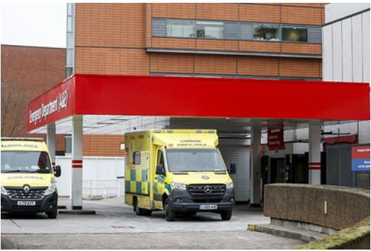 Женщина умерла во время двухчасового ожидания записи к врачу